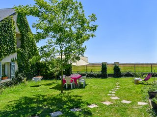 Quaint house with verdant garden - Issoudun vacation rentals