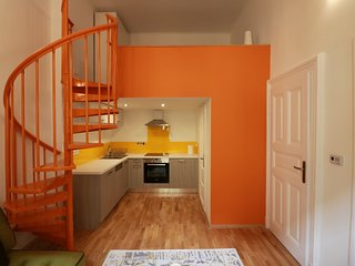 The Orange Studio - Cool Pads in Budapest - Budapest vacation rentals