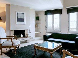 Charming 1 bedroom Geneva Condo with Dishwasher - Geneva vacation rentals