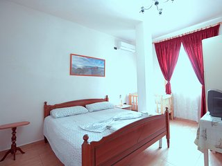 Romantic 1 bedroom Durres House with Internet Access - Durres vacation rentals
