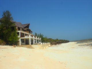 Bright 4 bedroom Malindi Bed and Breakfast with Deck - Malindi vacation rentals