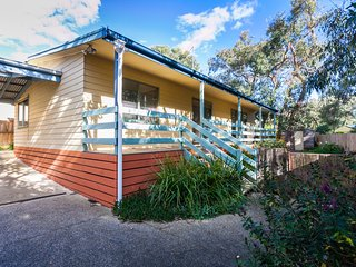 Perfect 3 bedroom House in Anglesea with Fireplace - Anglesea vacation rentals