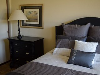 Furnished 2-Bedroom Apartment at El Camino Real & Encinal Ave Atherton - Menlo Park vacation rentals