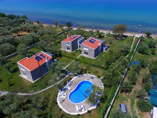 Villa Arhondula (The villa on the shoreline) - Skala Prinou vacation rentals