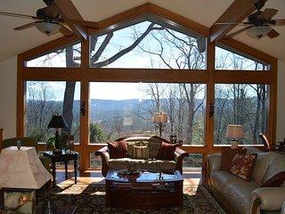 4 Bdrm Custom Mountain Home in Hendersonville - Hendersonville vacation rentals