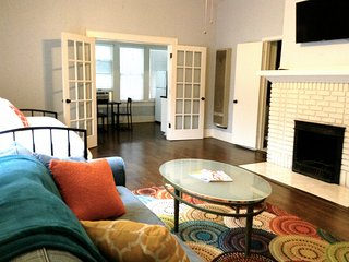 WALKABLE DOWNTOWN AUSTIN-Sleep 6,ACL,SWSX,Form.1 - Austin vacation rentals