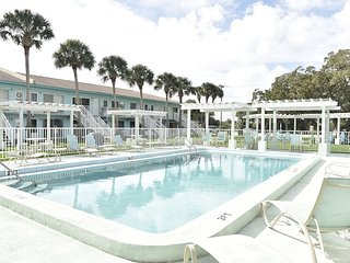 FISH COTTAGE!! Cozy!! GREAT weekly rate! - New Smyrna Beach vacation rentals