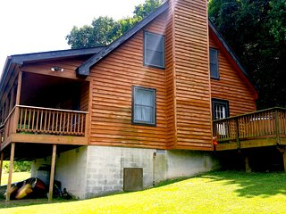 River Front Cabin Large Private Lot Hottub - Rileyville vacation rentals