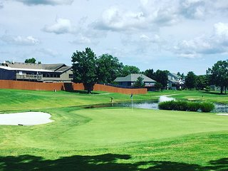 Pool and Golf right out the back door - Branson vacation rentals