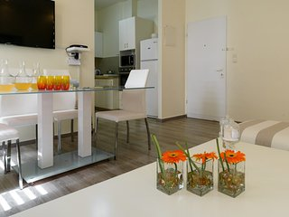 Bright Apartment with A/C and Washing Machine in Tel Aviv - Tel Aviv vacation rentals