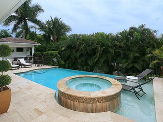 Resort Lifestyle Home - Walk to 5th Avenue - Naples vacation rentals