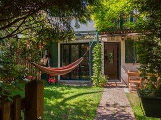 2BRHouse BabysRoom Private Garden 15 min Le Marais - Paris vacation rentals