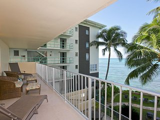Awesome Ocean View/2Bedroom/Full Kitchen/Sleeps 8 - Honolulu vacation rentals