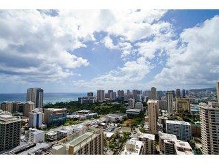 PENTHOUSE SUITE W/ 2 BEDROOM / SLEEPS 8 - Honolulu vacation rentals