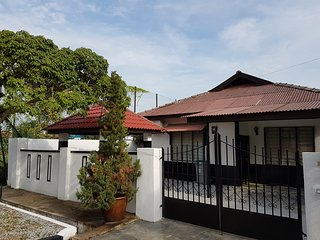 Villa 70's Portuguese Guesthouse - Central Melaka vacation rentals