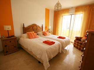 Cozy 3 bedroom Fuengirola House with Internet Access - Fuengirola vacation rentals