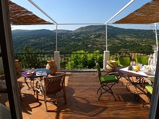 COURSEGOULES, chambres d'hôtes,  coeur du village - Coursegoules vacation rentals