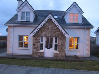 Comfortable 4 bedroom Cottage in Culdaff with Satellite Or Cable TV - Culdaff vacation rentals