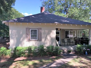 quaint small town cottage convenient to oxford ms - Sardis vacation rentals