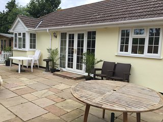 Perfect 1 bedroom Bungalow in Hayling Island with Internet Access - Hayling Island vacation rentals