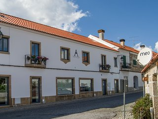 Altitude  - Alojamento Local, Bar, Restaurante - Belmonte vacation rentals