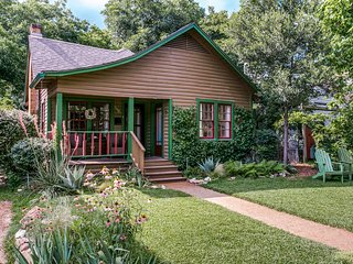Teeny Tiny House In Little Forest Hills - Dallas vacation rentals