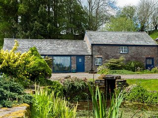 Sunny Cottage with Washing Machine and Television - Sennybridge vacation rentals