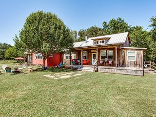 4 bedroom Farmhouse Barn with A/C in Wills Point - Wills Point vacation rentals