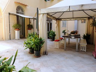 Artemisia by Acacia, 4 bdrms with garden, Duomo - Florence vacation rentals