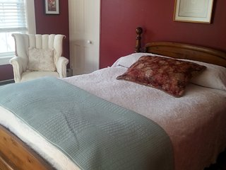 Sunny Red Room - Laconia vacation rentals