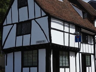Lovely medieval timber framed cottage - Maidstone vacation rentals