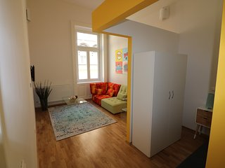 The Yellow Room - Cool Pads in Budapest - Budapest vacation rentals