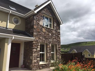 11 Cois Chnoic -Set Along the Hills of Dingle Town - Dingle vacation rentals