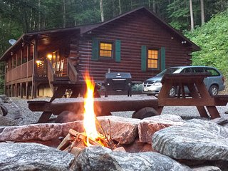 """Living The Dream"" - Log Cabin, Mountain Views+... - Maggie Valley vacation rentals"