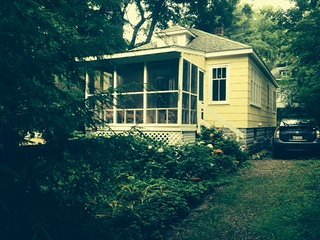 Charming 2 bedroom Cottage in Union Pier - Union Pier vacation rentals