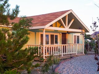 Tranquil 3-bedroom Goldfield house - Goldfield vacation rentals