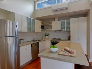 Heath Terrace 7 night minimum stay - Melbourne vacation rentals