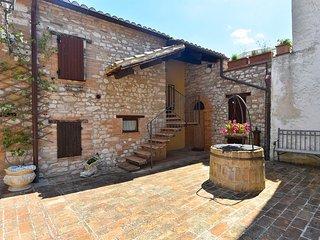 Cozy 2 bedroom House in Serrapetrona - Serrapetrona vacation rentals