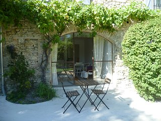 Les Beaux Chenes- Pont de Barret- Traditional Stonebuilt Mas with pool (Eyzahut) - Pont-de-Barret vacation rentals