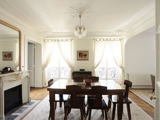 PerfectlyParis Tranquility in the Eighth sleeps 4 - Paris vacation rentals