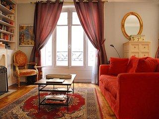 PerfectlyParis Elegance at Lamarck sleeps 4 - Paris vacation rentals