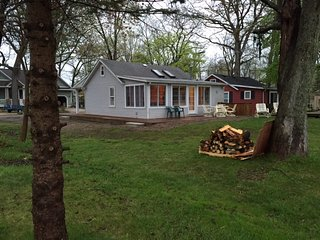 Angler's Cove - Family Friendly Lakefront Cottage - Pinckney vacation rentals