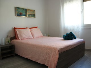 PRIVATE BEDROOM IN REAL BARCELONA CENTER - Barcelona vacation rentals