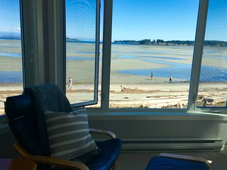 TRULY BEACHFRONT - 180 degree unobstructed views - Parksville vacation rentals