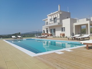 Edem Suites - Family Suites with pool and seaview - Marathopoli vacation rentals