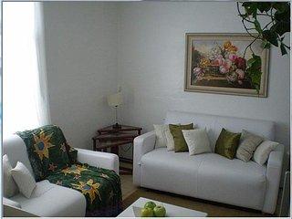 Apto 02 dormitórios em Edifício Frente Mar - Caraguatatuba vacation rentals