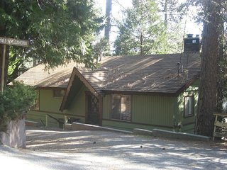 The Hootin to Getaway - Crestline vacation rentals