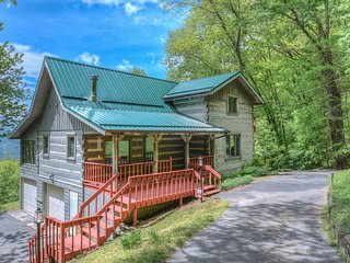 Plott Mountain House-Amazing views at 4,100 feet!! - Waynesville vacation rentals