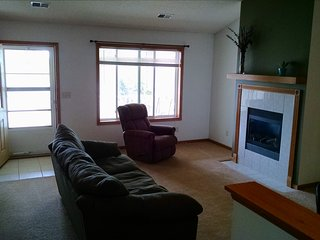 Cozy 2 Bedroom Town-home w/Garage - Staples vacation rentals