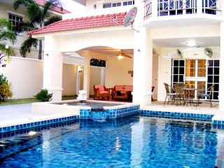 4 Bedroom Villa Walking Street 10 Min Away - Pattaya vacation rentals